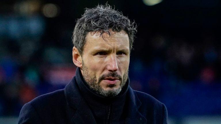 Trainer Mark van Bommel ontslagen: 'beter voor PSV'