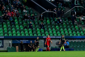 Voetbalclubs willen proef met supporters in het stadion corona